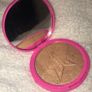 "Jeffree Star's Skin Frost in ""SIBERIAN GOLD"""